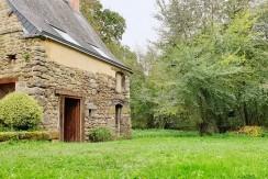 Maison avec grande dépendance, au calme, terrain 1 200 m²