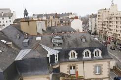 Proche gare, commerces rue Saint-Hélier, 2ch, garage