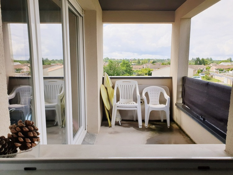 appartement 2 chambres, 2 places de stationnement,  grand balcon